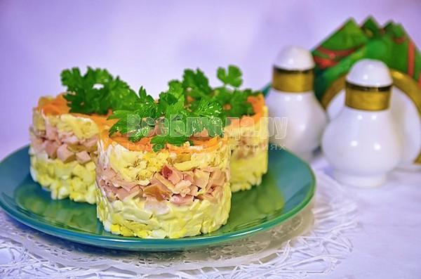 Порционные салаты в креманках фото